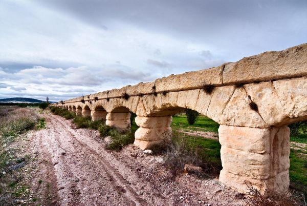 Aqueduct (Albatana)