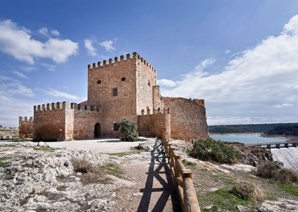 Argamasilla de Alba (Peñarroya Castle and Reservoir)
